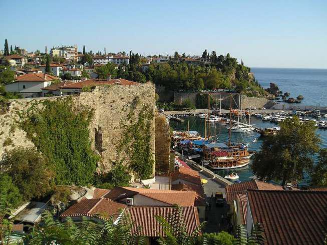 800px Antalya marina 1 - Интересные места Анталии