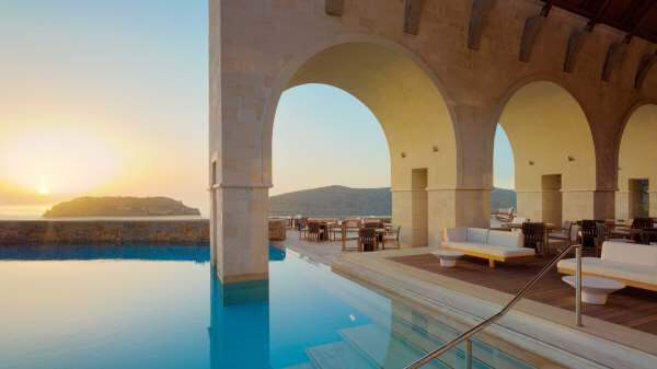 3 1 - Romance in Greece