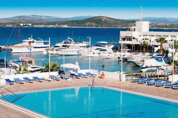 1e1 - Top Five Star Hotels Turkish resort of Cesme